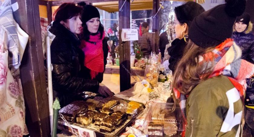 Święta, upiecze najlepsze ciasteczka Pierwszy konkurs Jarmarku Bożonarodzeniowego - zdjęcie, fotografia