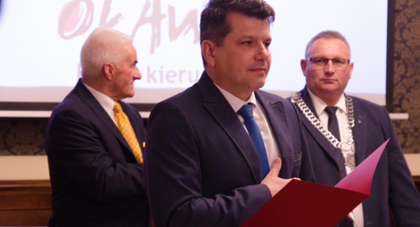 Gmina Oława, Ślubowanie burmistrza podczas inauguracyjnej sesji - zdjęcie, fotografia