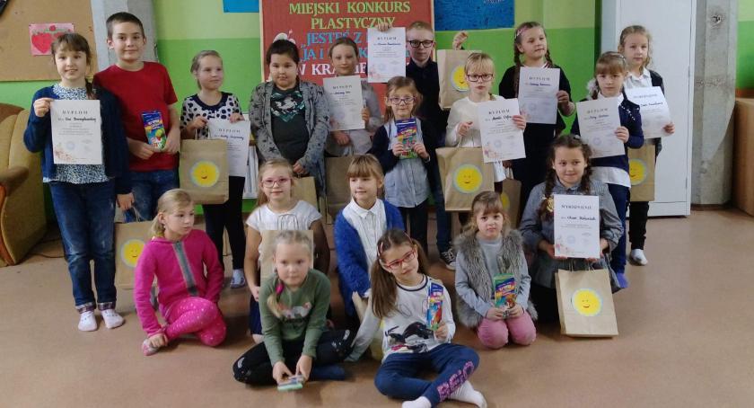 Edukacja, Dzieci wśród baśni - zdjęcie, fotografia