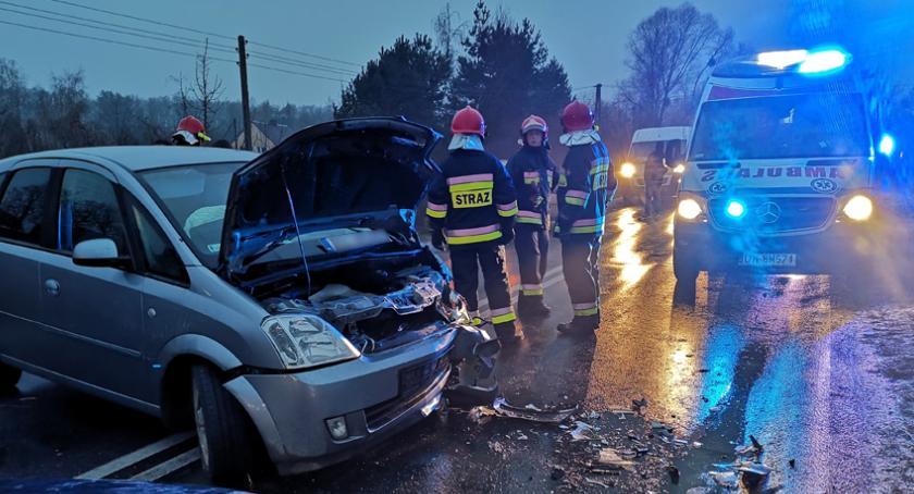 Wypadki drogowe, Czołówka Starym Górniku drogach bardzo ślisko - zdjęcie, fotografia