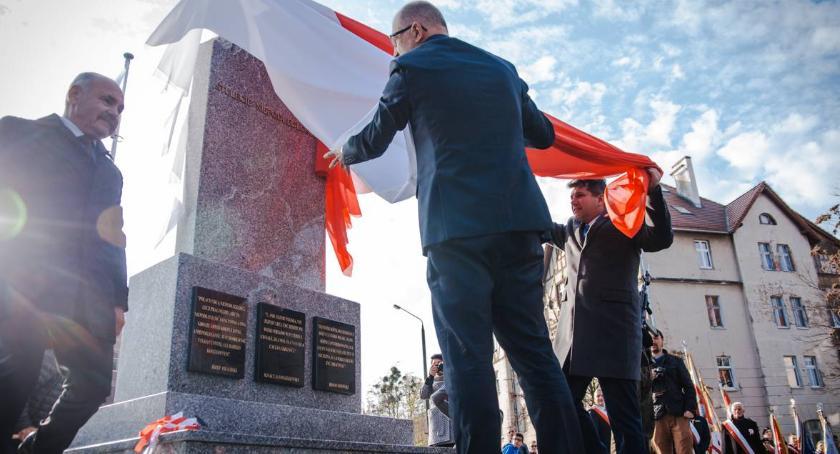 Mieszkańcy, błędami pomniku Tablice zostały zmienione - zdjęcie, fotografia