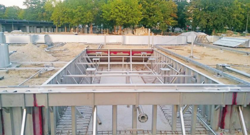 Inwestycje, budowa basenu miasto przekazało ponad miliony złotych - zdjęcie, fotografia