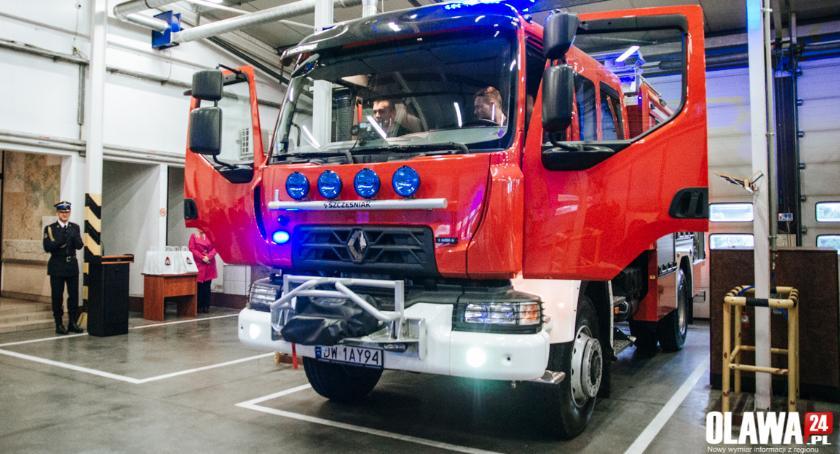 Inwestycje, Oławscy strażacy nowym wozem - zdjęcie, fotografia
