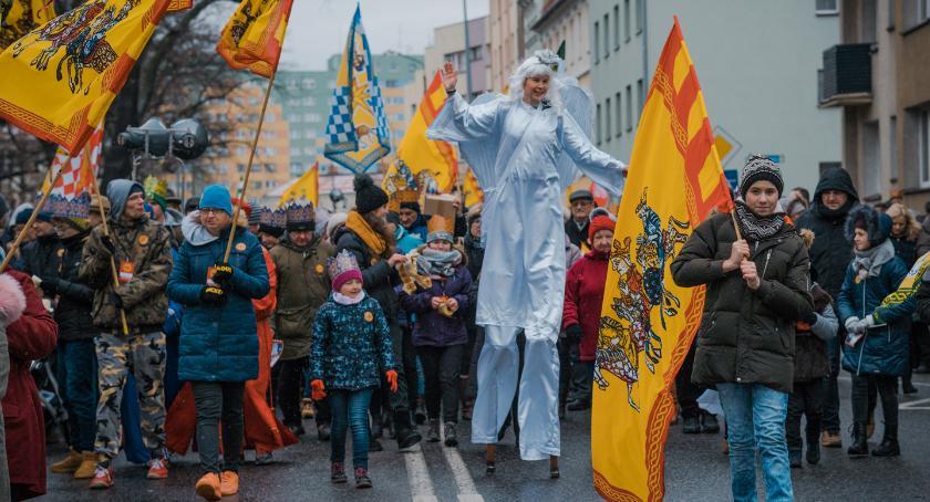 Mieszkańcy, Orszak Trzech Króli przeszedł ulicami miasta - zdjęcie, fotografia