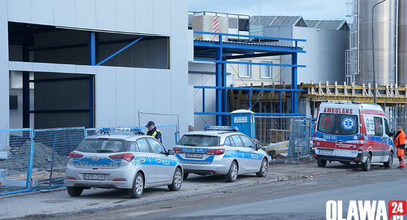 Kronika policyjna, Wypadek budowie fabryki żyje mężczyzna - zdjęcie, fotografia