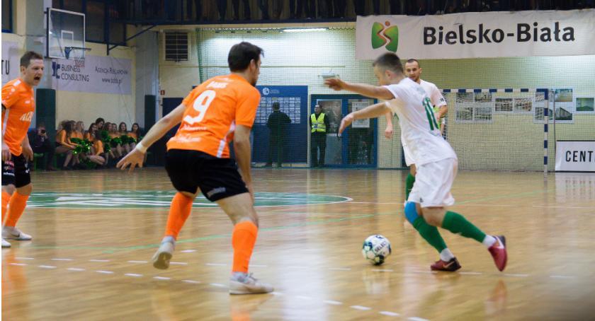 Futsal, Mistrz znowu górą Orzeł traci pierwsze punkty - zdjęcie, fotografia