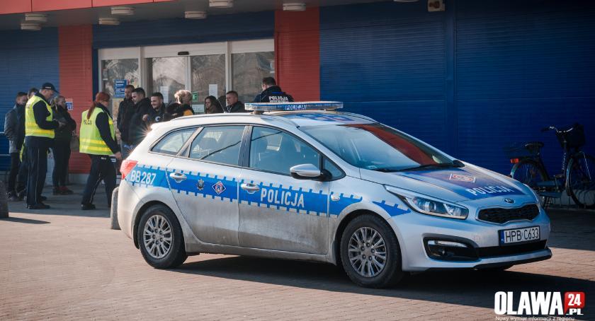 Kronika policyjna, Alarm bombowy Tesco ewakuacja! - zdjęcie, fotografia