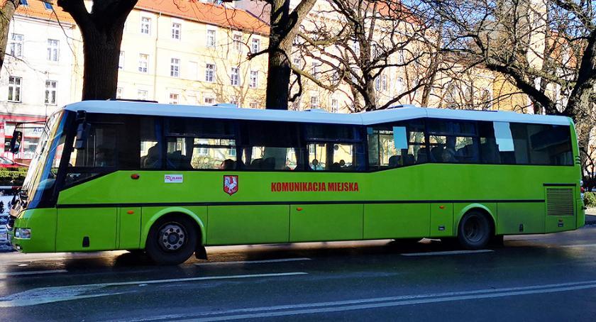 Mieszkańcy, Zielone autobusy Oławie - zdjęcie, fotografia