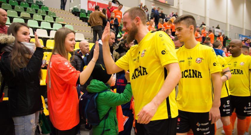 Futsal, Rollercoaster Jelczu Laskowicach Orzeł wychodzi zwycięsko starcia beniaminków - zdjęcie, fotografia