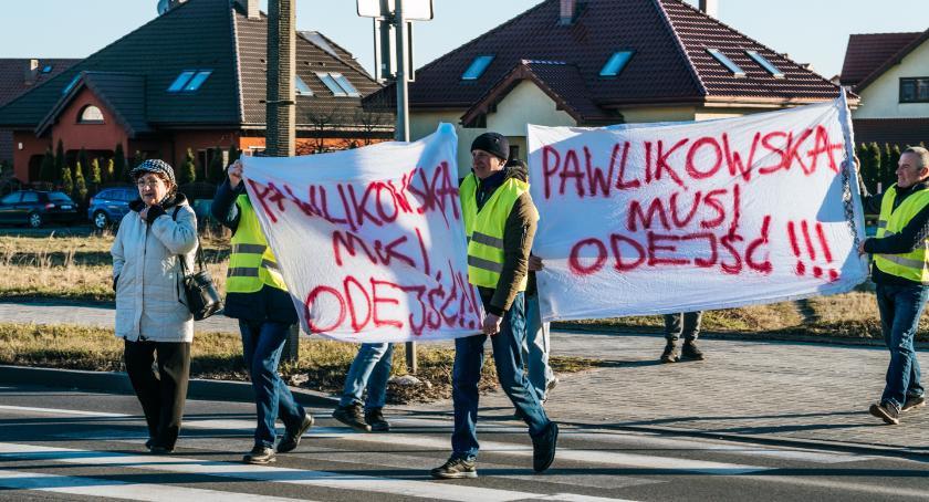 Mieszkańcy, Wystawiamy żółtą kartę władzy Będziemy jeszcze protestować - zdjęcie, fotografia