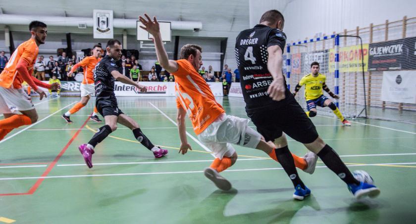 Futsal, Wicemistrz Polski górą Orzeł wraca Zduńskiej punktów - zdjęcie, fotografia