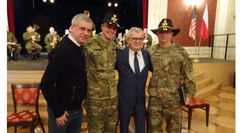 Edukacja, Oławianin pożegnał kawalerzystów armii - zdjęcie, fotografia