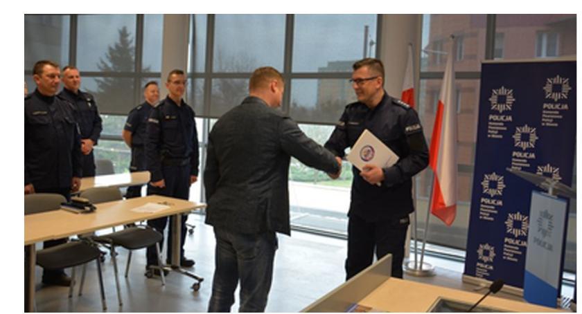 Kronika policyjna, Zapobiegł wyłudzeniu ponad pół miliona złotych - zdjęcie, fotografia