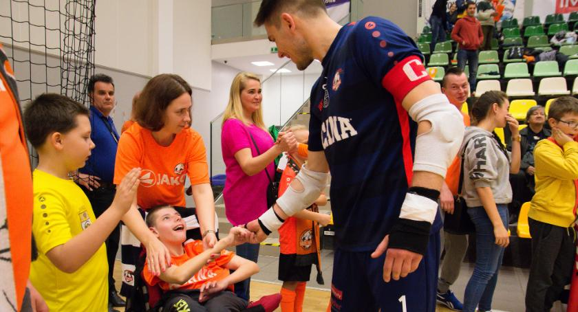 Futsal, wszystko dzięki wspaniałym ludziom akcja charytatywna dobiega szczęśliwego końca - zdjęcie, fotografia