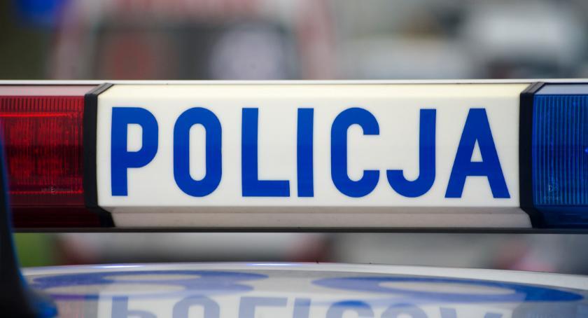 Kronika policyjna, Fałszywą pieczęcią podbijał badania techniczne - zdjęcie, fotografia