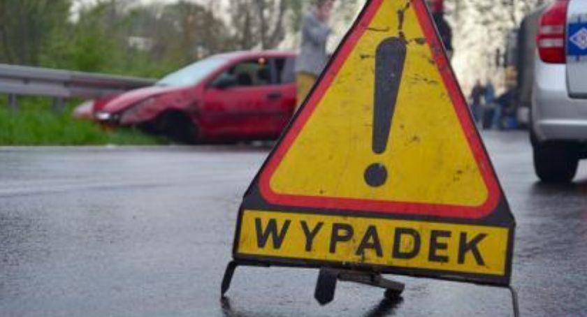 Kronika policyjna, Zderzyli czołowo Droga zablokowana - zdjęcie, fotografia