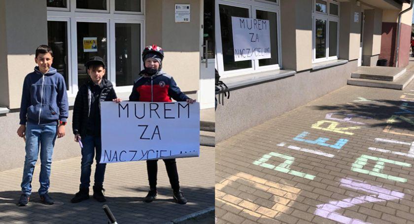 Mieszkańcy, Uczniowie wspierają nauczycieli Dziś pojawili szkołą - zdjęcie, fotografia
