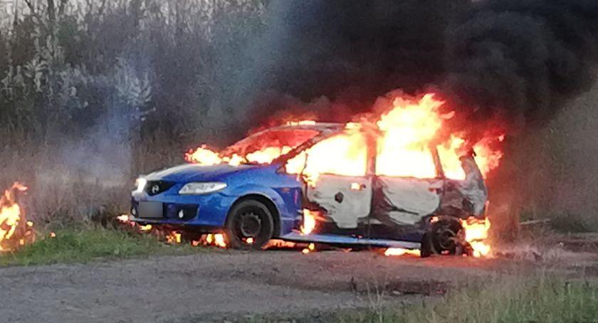 Pożary, Spłonął samochód Stanowicach - zdjęcie, fotografia