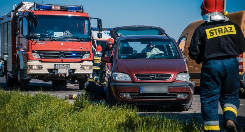 Wypadki drogowe, Utrudnienia Nowym Otoku Wypadek potrącenie siebie - zdjęcie, fotografia