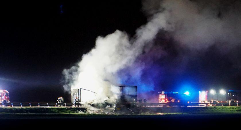 Pożary, autostradzie spłonęła naczepa panelami - zdjęcie, fotografia