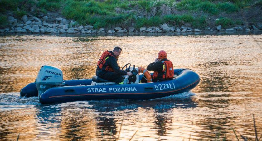 Kronika policyjna, Wskoczył wypłynął Wznowiono poszukiwania - zdjęcie, fotografia