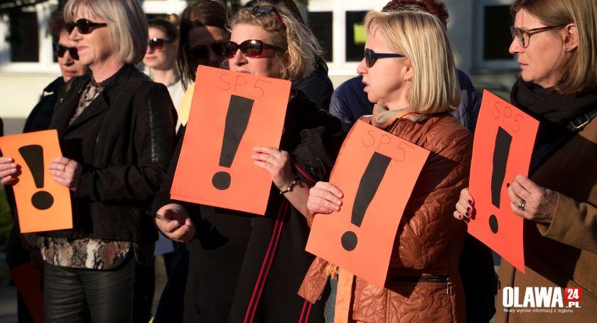 Mieszkańcy, Nauczyciele zawieszają strajk! pracy wrócą poniedziałek - zdjęcie, fotografia