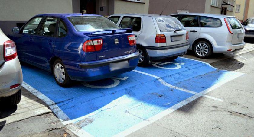 Akcje, Kierowcy parkują Przyjdź porozmawiaj policją - zdjęcie, fotografia