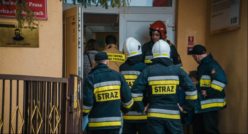 Kronika policyjna, pieprzowy szkole Strażacy ewakuowali uczniów - zdjęcie, fotografia
