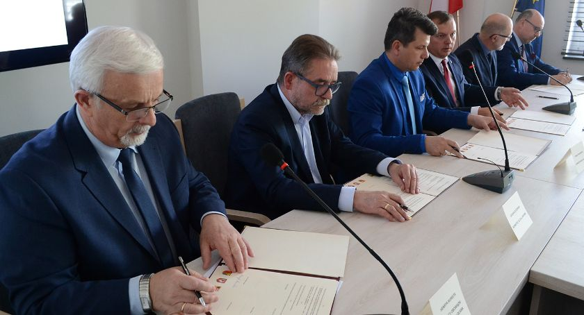 Inwestycje, Wspólnie powiatu oławskiego Samorządy stworzyły komitet - zdjęcie, fotografia
