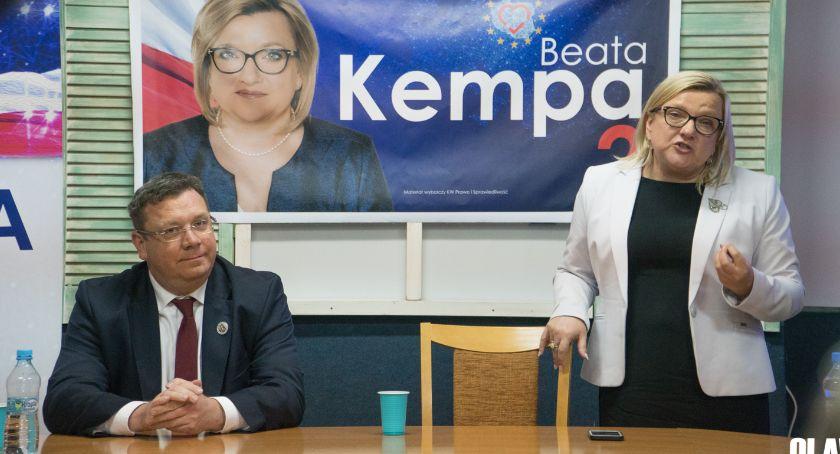 Partie polityczne, Beata Kempa zgody rzucanie kłody - zdjęcie, fotografia