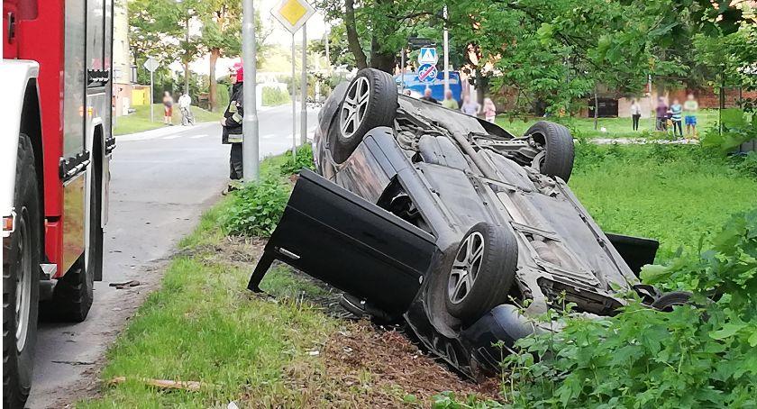 Wypadki drogowe, dostosowała prędkości dachowała - zdjęcie, fotografia