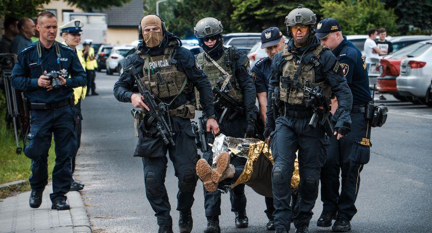 Akcje, Służby kontrterrorystyczne oławskiej szkole - zdjęcie, fotografia