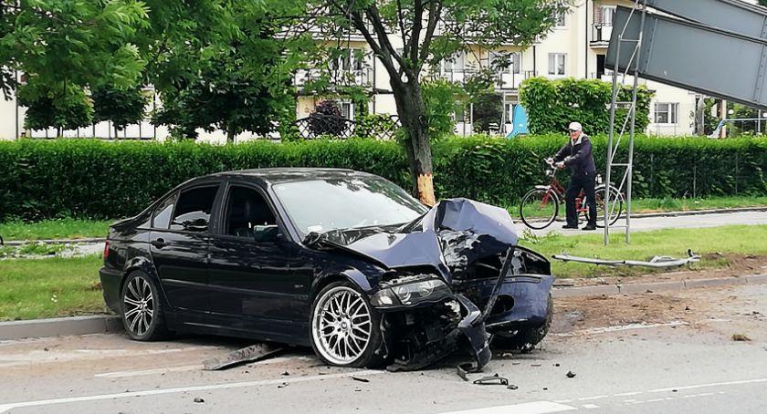Wypadki drogowe, zgadniecie kierowca jakiej marki stracił panowanie samochodem - zdjęcie, fotografia