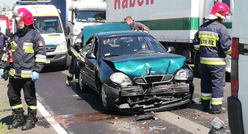 Wypadki drogowe, Najechał utrudnienia - zdjęcie, fotografia