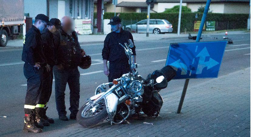 Wypadki drogowe, Oława Poważny wypadek udziałem motocyklisty - zdjęcie, fotografia