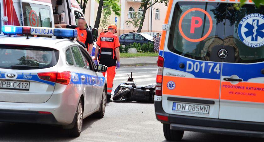 Wypadki drogowe, Skuterem samochód - zdjęcie, fotografia