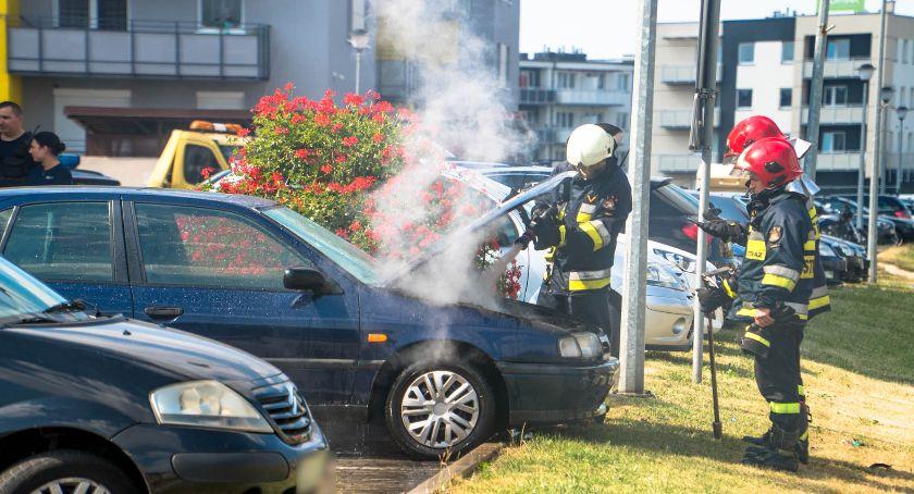 Pożary, Pożar samochodu parkingu Oławie - zdjęcie, fotografia