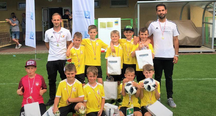 Piłka nożna, Drużyna Champions Oława zagrała zespołami ekstraklasowymi - zdjęcie, fotografia