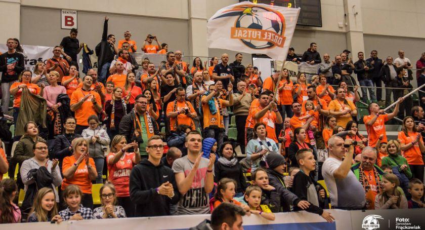 Futsal, Najlepsza publiczność kibice Acana Orzeł Futsal Jelcz Laskowice - zdjęcie, fotografia