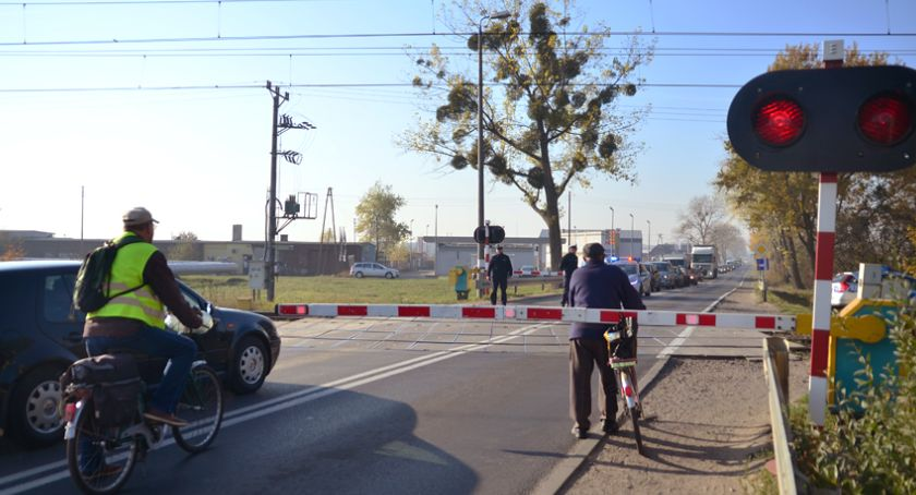 Kronika policyjna, Wszedł przed nadjeżdżający pociąg - zdjęcie, fotografia