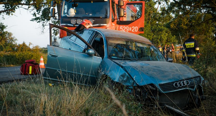 Wypadki drogowe, Wpadł poślizg wjechał - zdjęcie, fotografia