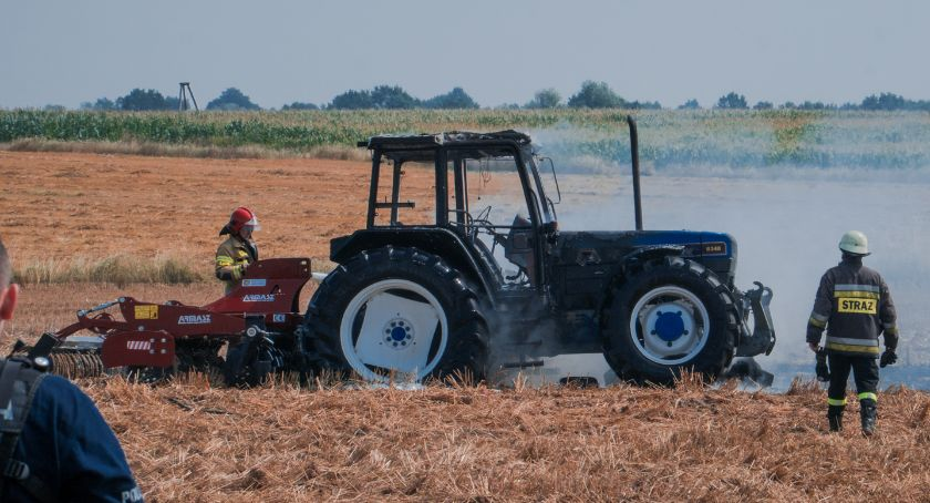 Pożary, Pożar ciągnika rolniczego - zdjęcie, fotografia