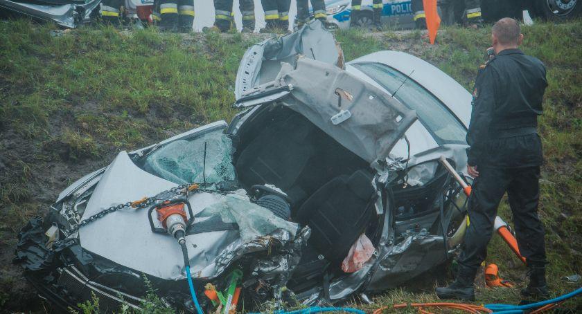 Wypadki drogowe, Poważny wypadek Godzikowicach Droga zablokowana - zdjęcie, fotografia