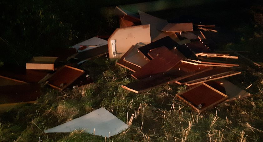 Mieszkańcy, Kolejna sterta śmieci wylądowała polu! - zdjęcie, fotografia