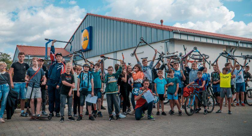 Mieszkańcy, Skatepark Oławy Młodzież zbiera podpisy - zdjęcie, fotografia