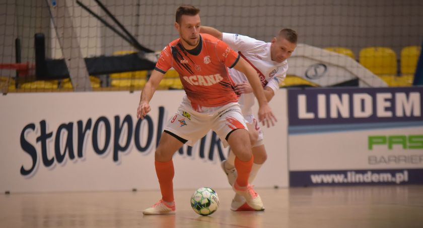 Futsal, Acana Orzel wygrywa przerywa złą passę - zdjęcie, fotografia
