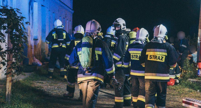 Pożary, Pożar wielorodzinnego poszkodowani [ZDJĘCIA] - zdjęcie, fotografia