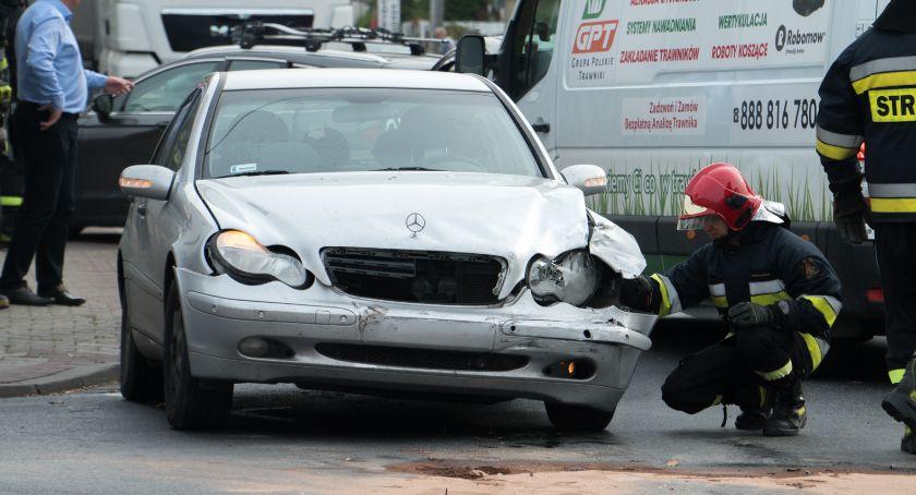 Wypadki drogowe, ustąpił pierwszeństwa doprowadził zderzenia - zdjęcie, fotografia