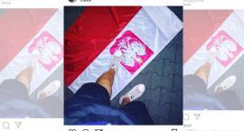 Podeptał flagę Polski. Sprawą zajmie się policja