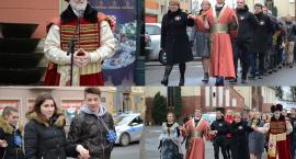 Tradycyjnie na Rynku zatańczyli Poloneza [ZDJĘCIA]